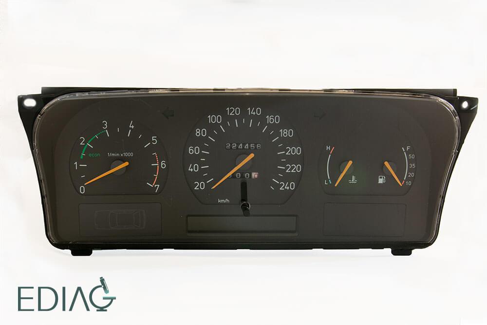 Saab 9000 mittaristo korjaus