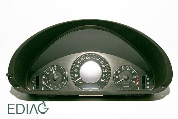 Mercedes-Benz mittarin korjaus